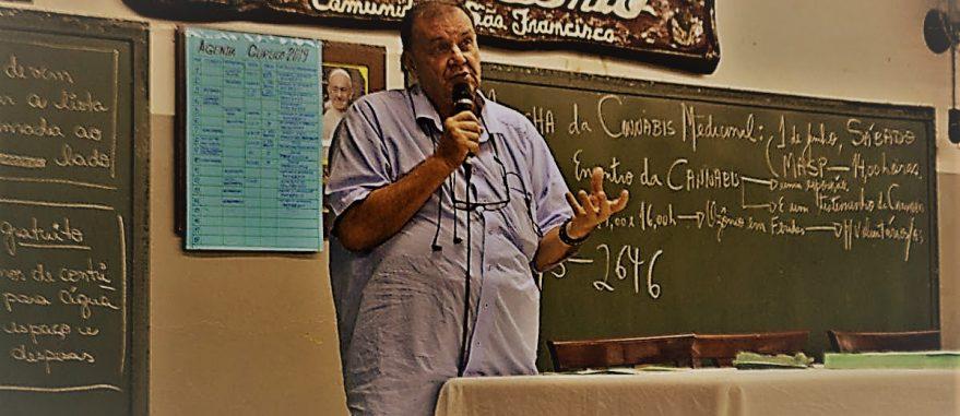 Padre Ticão em uma das reuniões do curso de Cannabis medicinal | crédito: Gabi Dainezi